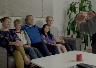 familien-i-sofaen
